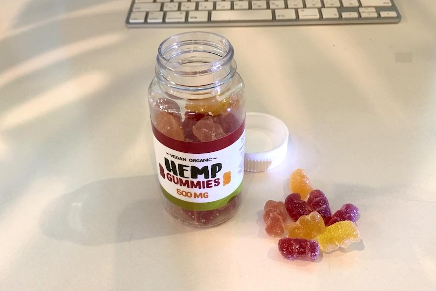 新製品 ORGANIC HENP GUMIESの開封後のボトル写真