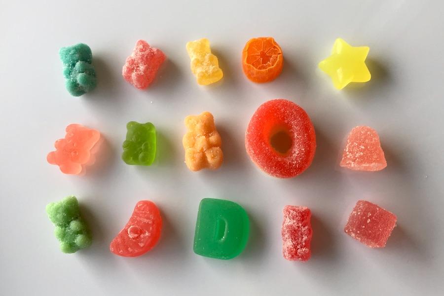 グミの食べ方の違う沢山のCBDグミの写真