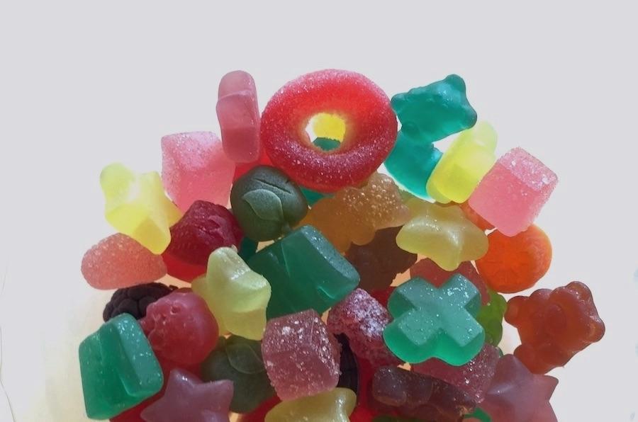 実食ランキングに登場する色とりどりのCBDグミ