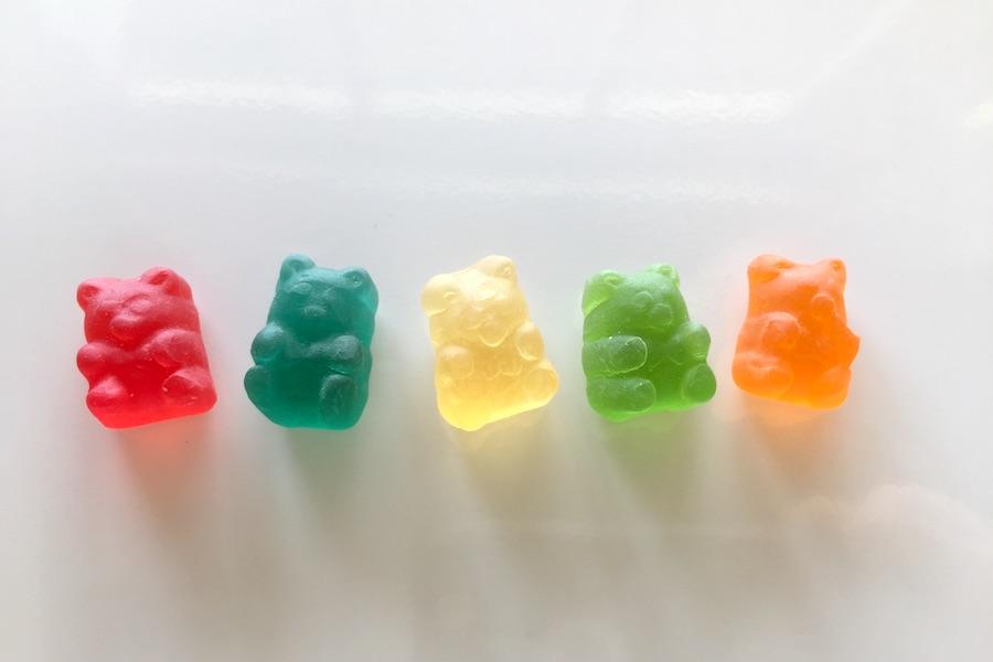 クマの形の5色のカラフルなCBDグミ