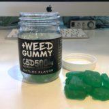 +weed プラスウィード CBDグミの写真 容器とcbdグミ