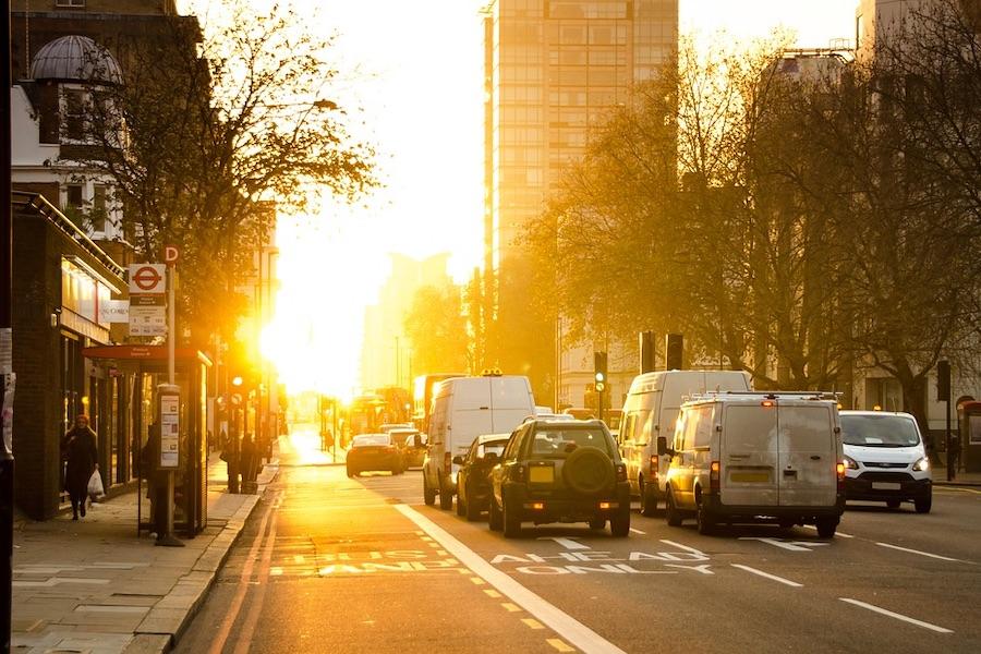爽やかな朝に街並み