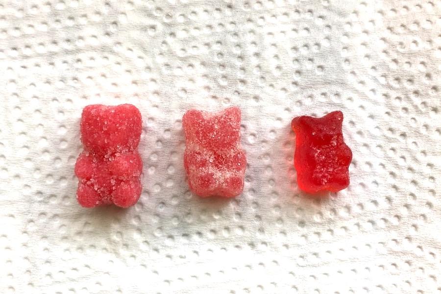 並べられた、三種類のCBDグミ2